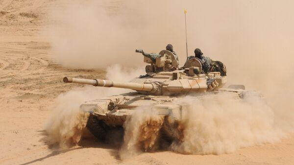 Indijski tenk T-90 tokom vojne vežbe u blizini granice sa Pakistanom - Sputnik Srbija