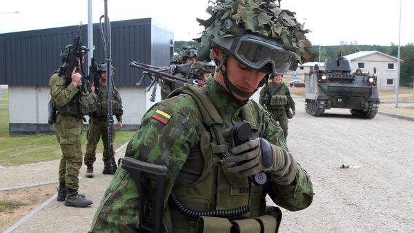 Литвански војници у војном центру Пабраде, Литванија - Sputnik Србија