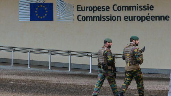 Лого ЕУ на згради седишта Европске комисије у Бриселу - Sputnik Србија