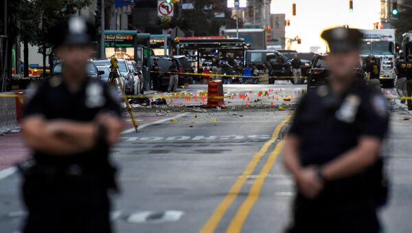 New York City Police Department (NYPD) officers stand near the site of an explosion in the Chelsea neighborhood of Manhattan, New York, U.S - Sputnik Србија