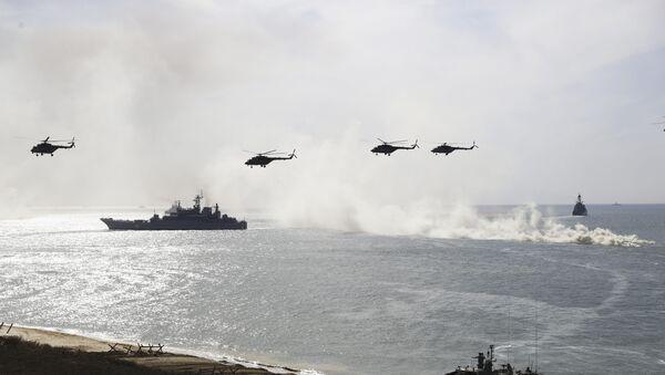 Руски војни бродови и хеликоптери на војној вежби у Црном мору - Sputnik Србија
