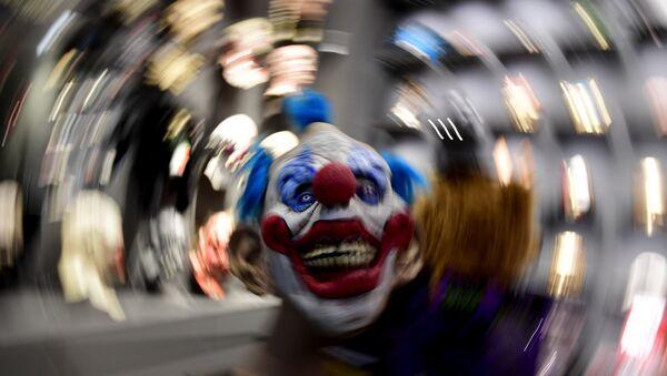 Maska klovna izložena u prodavnici u Berlinu. - Sputnik Srbija