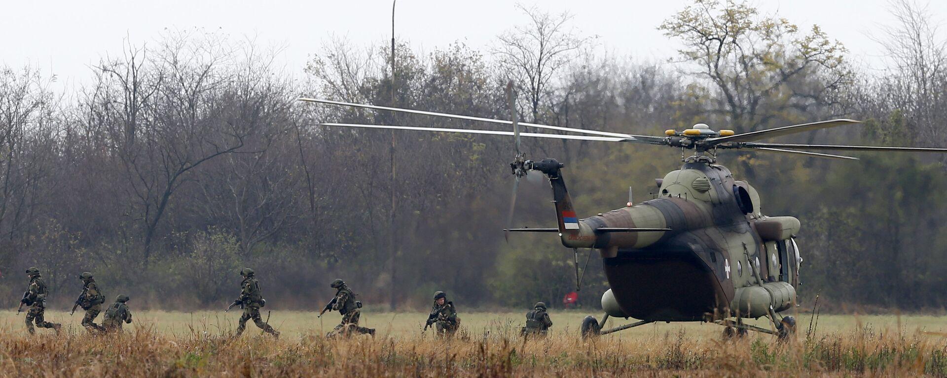 Srpski, ruski i beloruski vojnici desantirali su iz aviona Il - 76, ali i iz helikoptera Mi 8 i Mi 17, kako bi sa zemlje uništili teroriste. - Sputnik Srbija, 1920, 21.08.2021