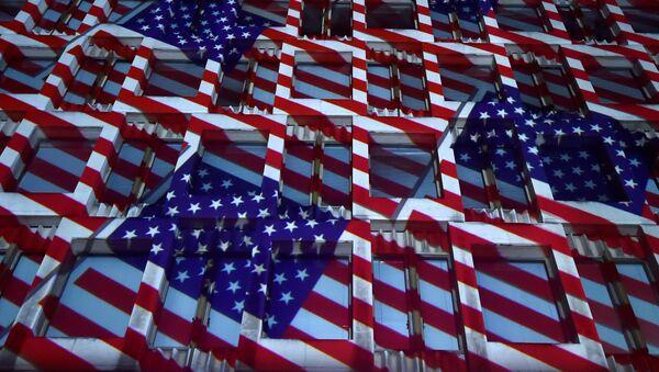 Projekcija američke zastave na Ambasadi SAD u Londonu - Sputnik Srbija
