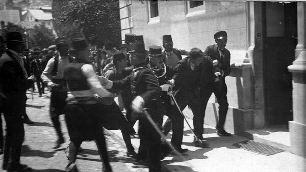 Hapšenje Gavrila Principa nakon atentata na Franca Ferdinanda - Sputnik Srbija