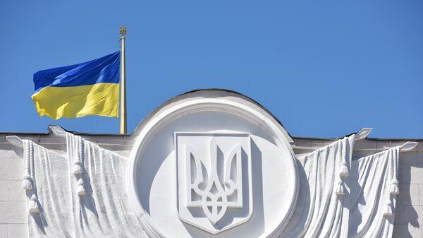Застава Украјине се вијори на згради Врховне раде у Кијеву - Sputnik Србија