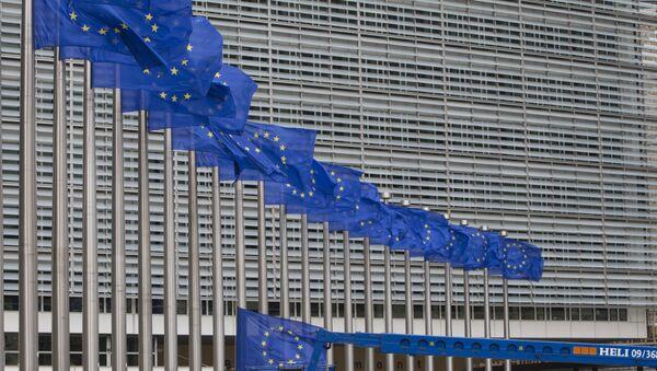 Заставе ЕУ испред седишта ЕУ у Бриселу - Sputnik Србија