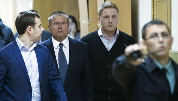 Ministar za ekonomski razvoj Rusije Aleksej Uljukajev dolazi u sud u Moskvi - Sputnik Srbija