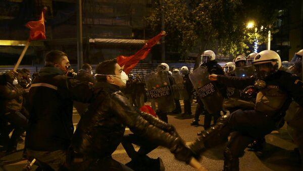 Sukob demonstranata i pripadnika interventne ppolicije na protestima protiv posete američkog predsednika Baraka Obame Atini - Sputnik Srbija