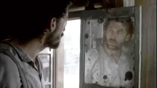 Patrik Dempsi u ulozi Raskolnjikova u televizijskoj adaptaciji romana Zločin i kazna Fjodora Dostojevskog iz 1998. godine - Sputnik Srbija