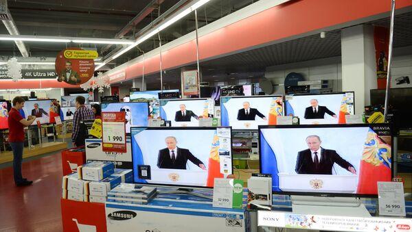 Vladimir Putin na televizijskim ekranima - Sputnik Srbija