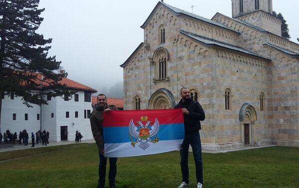 Велики број верника у манастиру Високи Дечани. - Sputnik Србија