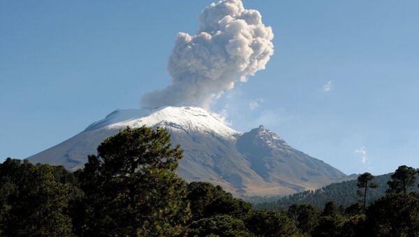 Активан вулкан Попокатепетл у Мексику - Sputnik Србија