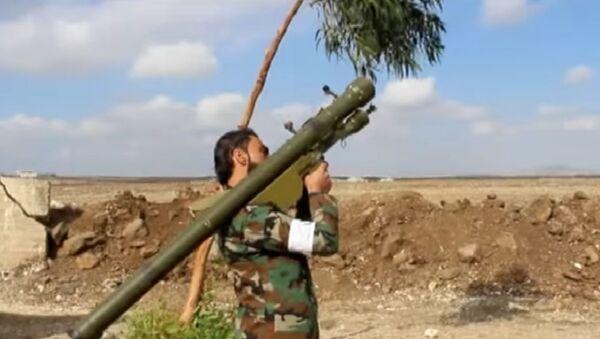 Џихадиста Ансар ал-ислам фронта са СА-7 Стрела-2 против-ваздушним бацачем у Сирији - Sputnik Србија