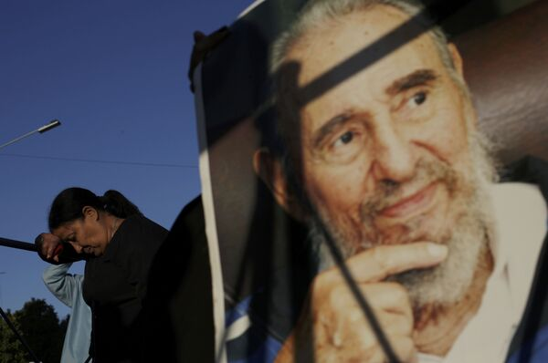 Одавање поште преминулом Фиделу Кастру у Хавани. - Sputnik Србија