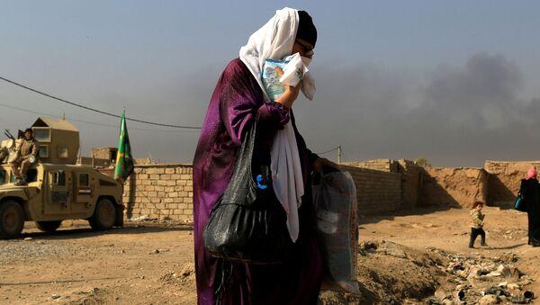 Žena tokom borbi za Mosul - Sputnik Srbija