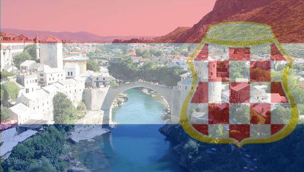 Панорама Мостара види се кроз заставу Херцег-Босне - Sputnik Србија