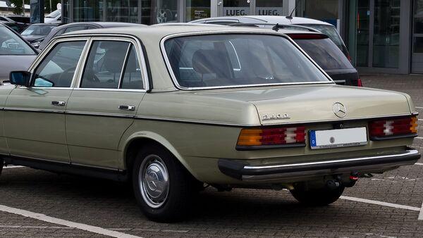 Mercedes 240D - Sputnik Srbija