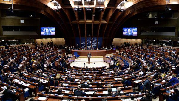 Francuski predsednik Fransoa Oland obraća se poslanicima u Parlamentarnoj skupštini Saveta Evrope (PSSE) u Strazburu - Sputnik Srbija