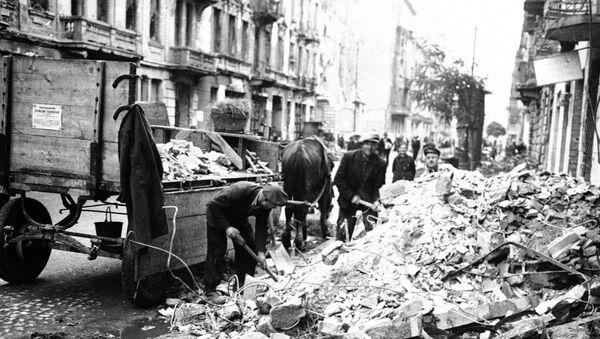 Poljski grad Varšava slikana 8. oktobra 1945. godine - Sputnik Srbija