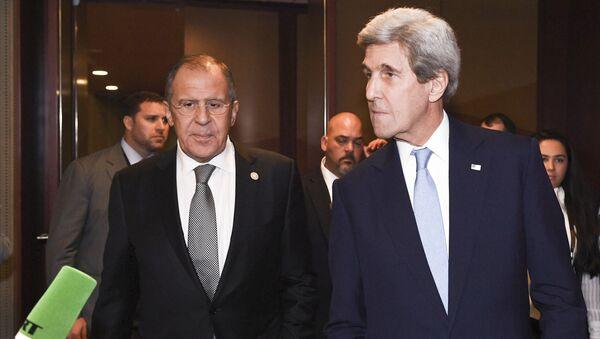 Šefovi diplomatija Rusije i SAD Džon Keri i Sergej Lavrov - Sputnik Srbija