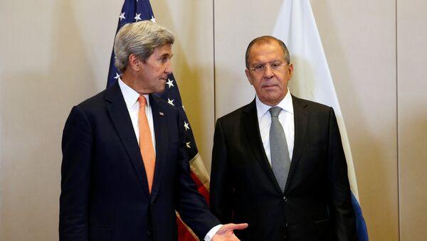 Шефови дипломатија Русије и САД Џон Кери и Сергеј Лавров - Sputnik Србија