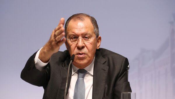 Министар спољних послова Русије Сергеј Лавров говори на конференцији за медије након састанка Савета министара ОЕБС-а у Хамбургу - Sputnik Србија