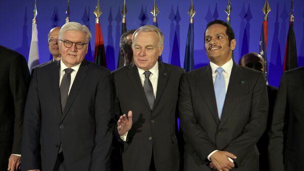 Ministar spoljnih poslova Nemačke Frank-Valter Štajnmajer, ministar spoljnih poslova Francuske Žan Mark Ero i ministar spoljnih poslova Katara šeik Muhamed bin Abdulrahman El Tani pre sastanka u Parizu - Sputnik Srbija