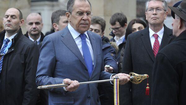 Министру спољних послова Русије Сергеју Лаврову уручена је сабља са позлатом. - Sputnik Србија