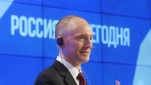 Savetnik za međunarodne odnose izbornog štaba Donalda Trampa, Karter Pejdž, govori na prezentaciji u novinskoj agenciji Rusija sevodnja - Sputnik Srbija