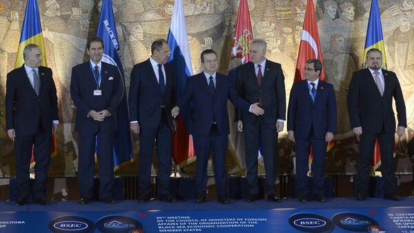 Сликање учесника ОЦЕС-а на састанку у Београду. - Sputnik Србија
