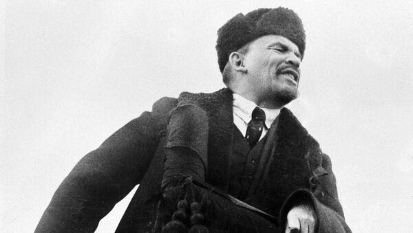 Владимир Лењин држи говор на Црвеном тргу - Sputnik Србија