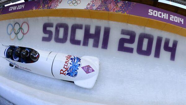 Освајачи златне медаље, руски тим у бобу током такмичења на Олимпијским играма у Сочију 2014. - Sputnik Србија
