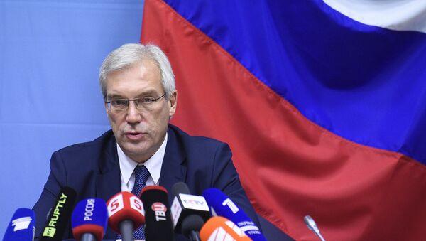 Ruski ambasador u NATO-u Aleksandar Gruško govori na konferenciji za medije u sedištu NATO-a u Briselu - Sputnik Srbija