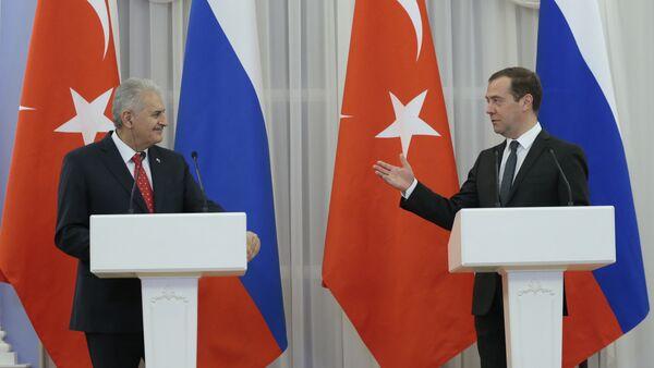 Premijer Turske Binali Jildirim i premijer Rusije Dmitrij Medvedev na zajedničkoj konferenciji za medije u Moskvi - Sputnik Srbija