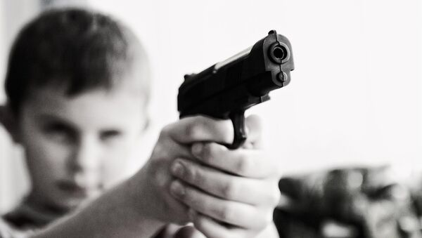 Dete sa oružjem - Sputnik Srbija