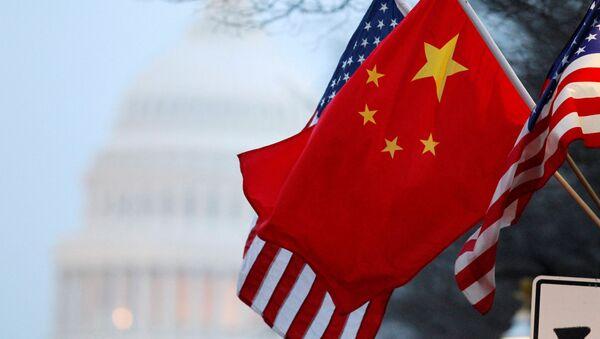 Zastave Kine i SAD u Vašingtonu - Sputnik Srbija