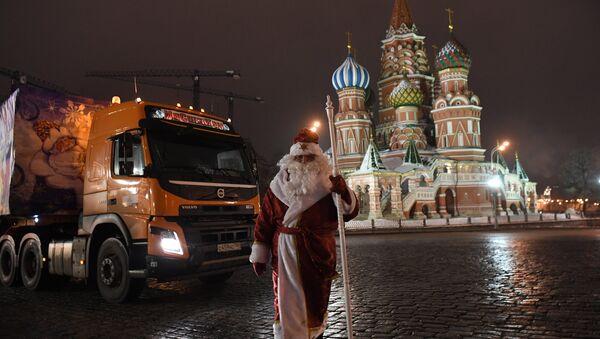 Dopremanje novogodišnje jelke u Kremlj - Sputnik Srbija
