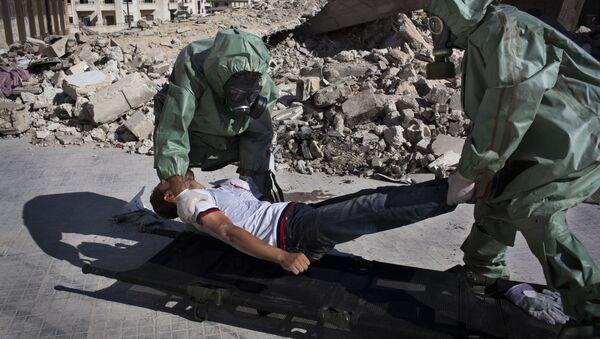 Volonteri učestvuju u simulaciji reagovanja na hemijski napad u severnom sirijskom gradu Alepu - Sputnik Srbija