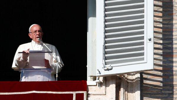 Papa Franja tokom molitve na Trgu svetog Petra u Vatikanu - Sputnik Srbija