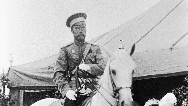 Car Nikolaj Romanov  na konju - Sputnik Srbija
