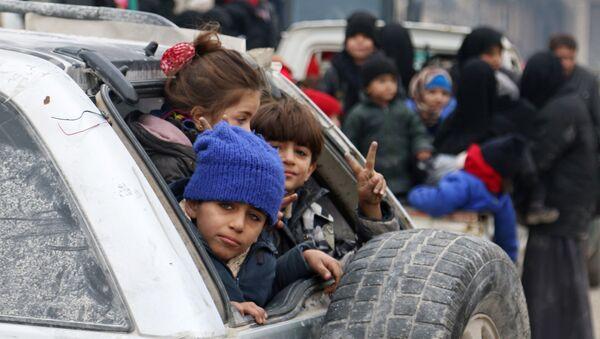 Евакуација цивила из источног Алепа. - Sputnik Србија
