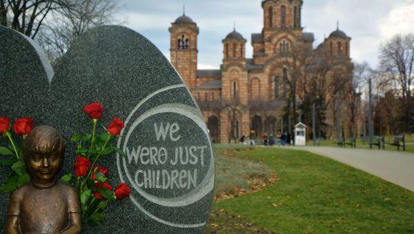 Споменик Милици Ракић, девојчици коју су убиле НАТО бомбе 1999. године, у Ташмајданском парку - Sputnik Србија