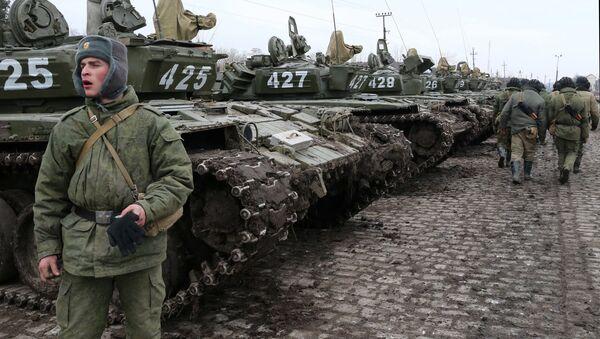 Војници тенковског батаљона моторизоване пешадије Балтичке флоте током војне вежбе у Калињинградској области - Sputnik Србија