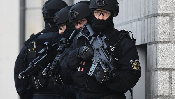 Pripadnici protivterorističke jedinice nemačke policije BFE+ na pokaznoj vežbi u Berlinu - Sputnik Srbija