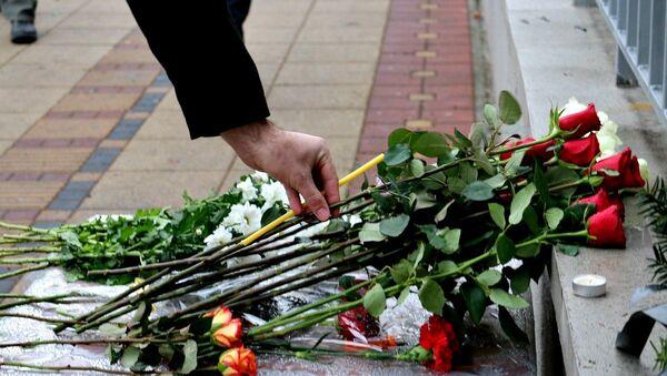 Цвеће и свеће - Sputnik Србија