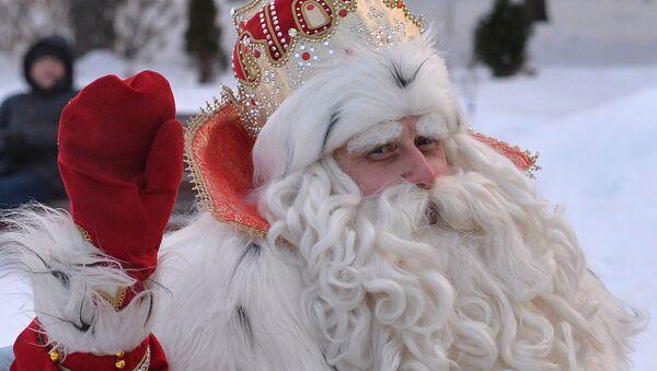 Deda Mraz iz Velikog Ustjuga u poseti Čeljabinsku - Sputnik Srbija