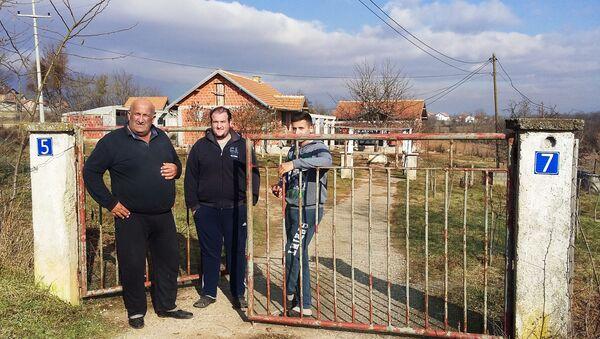 Kosovo i Metohija:  Žarko Jeftić povratnik u selo Žač sa sinovima - Sputnik Srbija