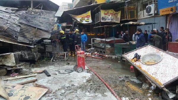 Спасиоци и ватрогасци на месту експлозије у центру Багдада - Sputnik Србија