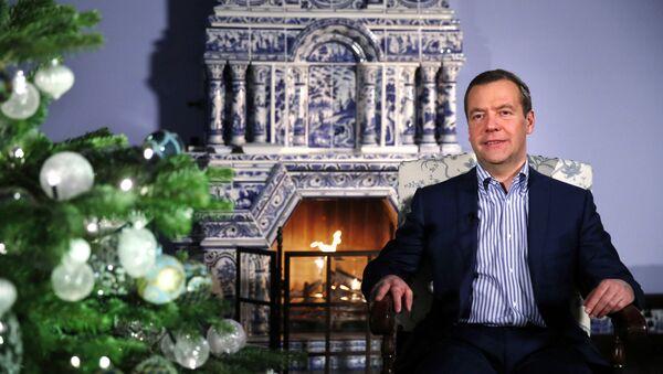 Premijer Rusije Dmitrij Medvedev čestita Novu godinu - Sputnik Srbija